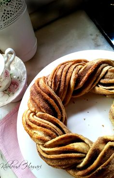 Braided Cinnamon Wreath I've never seen a better looking and tasting braid!.. Try this fantastic recipe. Not only your house will smell good but you will love the taste of this cin...