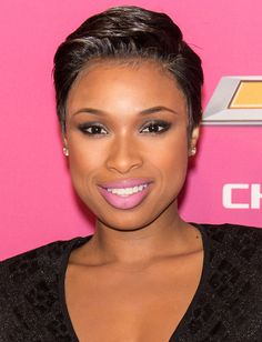 Jennifer Hudson's new pixie haircut. This is the best pic I've seen of her w/ the pixie cut