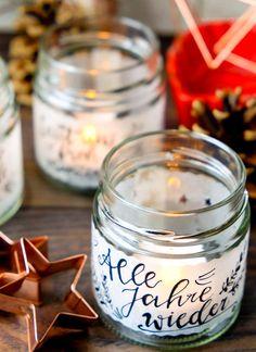 DIY Teelichtgläser: Alle Jahre wieder   Marmeladenglas, Transparentpapier, Feder Christmas Crafts, Christmas Decorations, Xmas, Christmas Ideas, Candle Jars, Candles, Cute Kitchen, Diy Presents, Diy And Crafts