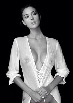 THE IMPECCABLY DRESSED BERTIE WOOSTER | sprezzaturaeleganza: Buongiorno…   Monica Bellucci