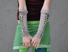 shredded tee shirt arm warmers>> I need these! My arms get so cold! I would make them with thumb holes though.