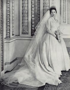Princess Margaret, 1960 wearing one of my two favourite of all the Royal Wedding gowns (Princess Grace of Monaco being the other) Famous Wedding Dresses, Royal Wedding Gowns, Royal Weddings, Wedding Bride, Princess Margaret Wedding, Princess Mary, Corona Real, Norman Hartnell, Eugenie Of York