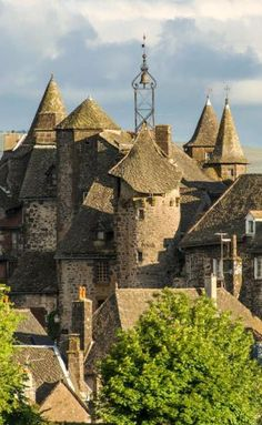 Beautiful Places To Travel, Cool Places To Visit, Places To Go, Fairytale House, Tours France, Beaux Villages, Holiday Places, Castle House, House Landscape