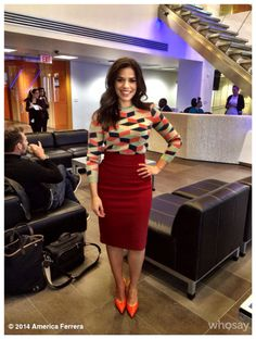I like the sweater! My typical style, solids on the bottom, bolder patterns/colors on top. Also she is curvy like me. America Ferrera, Work Fashion, Fashion Outfits, Business Chic, Classy And Fabulous, Petite Fashion, Well Dressed, Cute Outfits, Formal Outfits