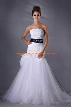 Romantische Luxurise Brautmode aus Tll und Satin A-Linie mit Applikation