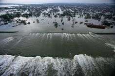 Hurricane Katrina - the levees break