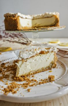Delicious cheesecake with lemon curd and meringue. GET THE RECIPELemon cheesecake. submitted by tylife Just Desserts, Delicious Desserts, Dessert Recipes, Yummy Food, Drink Recipes, Lemon Cheesecake Recipes, Polish Cheesecake Recipe, Cheesecake Crust, Chocolate Strawberry Cake