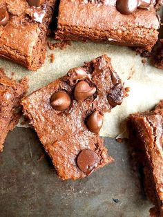 These chocolate chickpea brownies are a delicious healthy dessert and healthy snack made from only chickpeas, cocoa, and maple syrup! Easy, vegan, and gluten-free! Healthy Sweets, Healthy Baking, Healthy Snacks, Healthy Dessert Recipes, Whole Food Recipes, Vegan Recipes, Tofu, Chickpea Brownies, Dairy Free Brownies