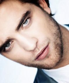 Robert Pattinson. FREAKING PERFECTION!!! Any girl who doesnt think he is gorgeous is crazy! the things i would do to this man ;)