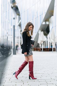 outfit rock kariert isabel marant rote stiefel chanel boy bag fashion blog chic street style blazer