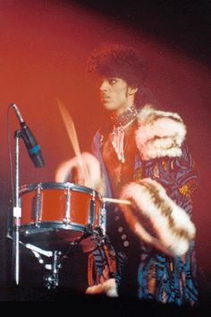 s. PRINCE 1983. Playing a Yamaha recording custom snare drum.