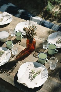 beautifully simple table scape with brown bud vases, raw linen napkins, endearing mugs for glasses