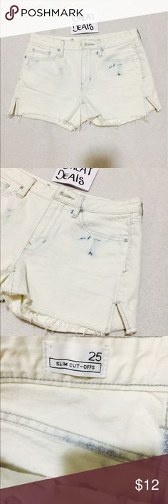 GAP WHITE BLUE MINI CUT SLIM SHORTS GREAT CONDITION BARELY USED SLIM CUT OFF SHORTS SIZE 25  LEN 11  INSEAM 2 PLEASE ASK ANY QUESTIONS  ❤️❤️NEW INVENTORY EVERYDAY POST DAILY ❤️❤️  ✅PLEASE NO LOWBALLING BUNDLE AND SAVE ON SHIPPING 20% OFF ANY BUNDLES  MY PRICES ARE GREAT AND THERE NWT OR NWOT UNLESS STATED  THERE NAME BRAND SELLING THEM FOR CHEAP✅  ***DONT FORGET TO FOLLOW NEW INVENTORY DAILY**  # GREAT DEALS GAP Shorts Jean Shorts