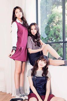 GFriend for 대학내일: omonatheydidnt Kpop Girl Groups, Korean Girl Groups, Kpop Girls, I Love Girls, Cute Asian Girls, Hot Japanese Girls, Gfriend Sowon, Cute Poses, Korean Entertainment