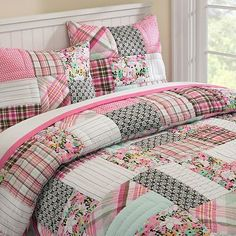 patchwork quilt- love something like this! maybe with a lil John Deere! Teen Bedding, Quilt Bedding, Bedding Sets, Country Quilts, Teen Girl Bedrooms, Home Decor Bedroom, Bed Spreads, Girl Room, Bed Sheets