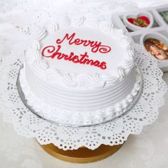 Send Christmas Vanilla Cake Half kg Online with same day delivery in Ahmedabad from SendGifts Ahmedabad. Order Christmas Vanilla Cake Half kg online and express your best feeling to your Special Person. Merry Christmas, Christmas Gifts, Holiday, Christmas Cakes, New Year Cake Designs, New Year's Cake, New Year Gifts, Online Gifts, Vanilla Cake