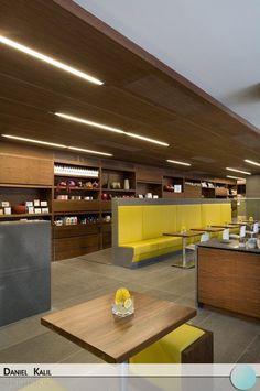 O Giovane Café Bakery Deli é um projeto do escritório americano McFarlane. Mesclando a madeira com o amarelo, o ambiente traz uma sensação de aconchego e tranquilidade. Super moderno!