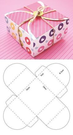 Box with semicircles for Valentine's Day - Diy Selbermachen - Valentinstag Candy Gift Box, Diy Gift Box, Candy Gifts, Diy Box, Diy Gifts, Paper Box Template, Box Templates, Scrapbook Box, Diy And Crafts