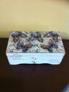 Cofre Vintage con mariposas.