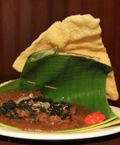 Pecel semanggi nan berkhasiat. Apa saja khasiatnya? Yuk simak di sini http://www.perutgendut.com/read/pecel-semanggi-yang-nikmat-berkhasiat/890 #Nusantara
