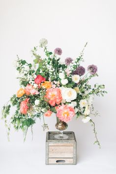 Gorgeous spring centerpiece: http://www.stylemepretty.com/living/2016/03/24/think-you-cant-make-your-own-spring-centerpiece-think-again/ | Photography: Matthew Land Studios - http://www.matthewland.com/