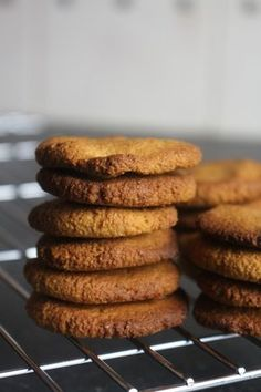 bolachas saudaveis sem gluten sem lactose joanabbl (2) Little Cakes, Healthy Cookies, Everyday Food, Minis, Food And Drink, Healthy Eating, Low Carb, Gluten Free, Favorite Recipes