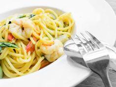 Spaghettis aux crevettes et curry - Recette de cuisine Marmiton : une recette