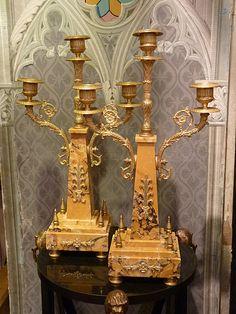 Paire de candélabres obélisques à trois lumières, marbre bronze doré, 19è siècle