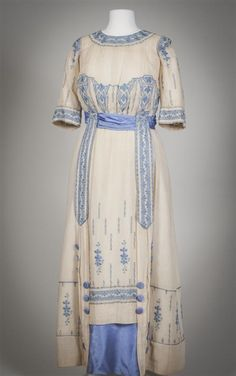 Day dress, From the Gemeentemuseum Den Haag via Europeana Fashion Fripperies and Fobs : Photo Edwardian Clothing, Edwardian Dress, Antique Clothing, Victorian Dresses, 1920s Dress, Edwardian Era, 1900s Fashion, Edwardian Fashion, Vintage Fashion