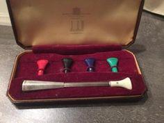 Unieke volledige set van dunhill, met 5 mondstukjes. Sterling zilver en een echte collectors item uit de vorige eeuw, circa 1950. In goede conditie en in originele dunhill box. Erg uniek!