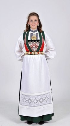 My aunt has a bunad just like this that she got from her mother-in-law's side. Folk Costume, Costume Dress, Scandinavian Embroidery, European Costumes, Norwegian Wedding, Costumes Around The World, Norse Vikings, Ethnic Fashion, Traditional Outfits