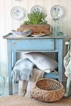 What can be defined as Shabby Shic? Shabby Shic is a style in which you can use super modern and eco Beach Cottage Style, Beach House Decor, Style At Home, Estilo Country, Country Chic, French Country, Vintage Country, Country Blue, Country Decor