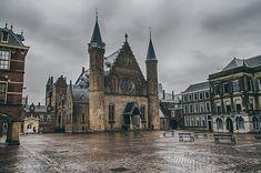 Binnenhof em Haia, na Holanda. Uma cidade encantadora para conhecer em um bate e volta a partir de Amsterdã Amsterdam, Kingdom Of The Netherlands, Barcelona Cathedral, Building, Travelling, Goals, The Hague, European Travel, Travel Tips