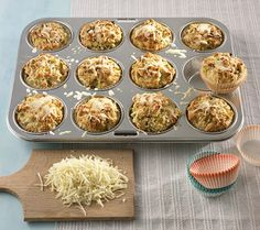 Cheese and leek Muffins - Muffins - FingerFood İdeen Pizza Muffins, Savory Muffins, Healthy Muffins, Mini Muffins, Muffins Sains, Best Blueberry Muffins, Austrian Recipes, Brunch Buffet, Cheese Dishes