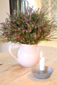 Heathers in white pot and candle - well-matched couple./Wrzosy w białym dzbanku oraz świeca - dobrana para.