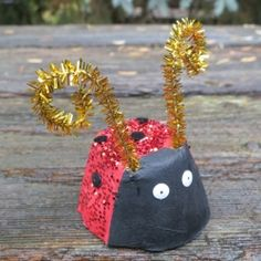 Sparkly egg carton ladybugs - a budget-friendly and eco-friendly craft for you or your kids!