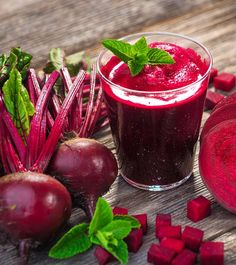 Beetroot-based drinks are a tastier option to consume this healthy vegetable. Beetroot juice is sweet and pungent, and can be fashioned into a number of healthy drinks that you can enjoy during winters. Healthy Detox, Healthy Juices, Healthy Drinks, Detox Juices, Detox Drinks, Healthy Tips, Beetroot Juice Benefits, Juicing Benefits, Health Benefits