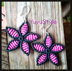 Yuyu Style _ Macrame and more: earrings macrame Macrame Bag, Macrame Jewelry, Diy Jewelry, Micro Macramé, Knots, Crochet Earrings, Christmas Ornaments, Beads, Crafts