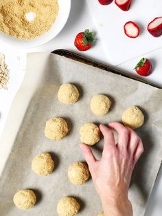 Delicious cheese cake energy balls packed with cashews, oats and strawberries. Family friendly snack everyone will love! #kidfriendly #vegan #snack #cheesecake #energyballs #snacks Cashew Cheesecake, Good Healthy Snacks, Energy Balls, Vegan Cheese, Strawberries, Snack Recipes, Easy, Desserts, Food
