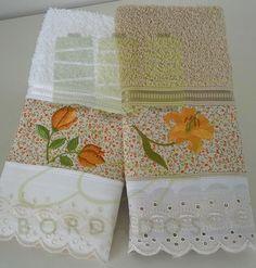Toalhas de lavabo com detalhe em tecido e bordados. Toilet towel in detail in tissue and embroidery.