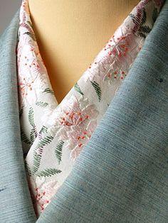 This is a kimono scarf named Haneri. 桜 手刺繍半襟 Japanese Costume, Japanese Kimono, Kimono Fabric, Kimono Dress, Yukata, Japanese Outfits, Japanese Fashion, Japanese Design, Japanese Modern