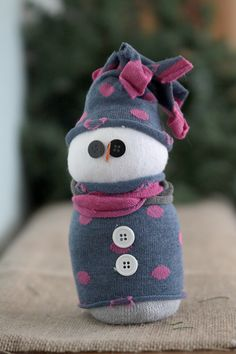 A Holiday Craft Tradition: Easy Sock Snowmen - It's Always Autumn Sock Snowman Craft, Sock Crafts, Snowman Crafts, Christmas Projects, Holiday Crafts, Winter Crafts For Kids, Diy For Kids, Christmas Snowman, Kids Christmas