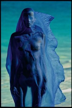 Photo : Hans Feurer #france #fashion #bleublancrouge #bluewhitered #bleu #blanc #rouge #blue #white #red #photography