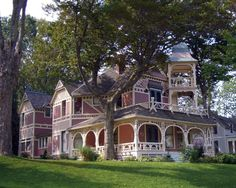 Great victorian house except I'd like it better in a different color