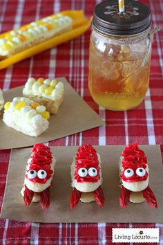 Crawfish and Corn on the Cob Cupcakes! Fun food dessert party idea for a crawfish boil. LivingLocurto.com
