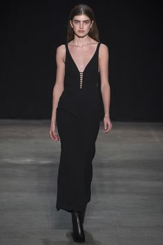 Runway / Narciso Rodriguez / New York / Herbst 2017 / Kollektionen / Fashion Shows / Vogue Ny Fashion Week, Runway Fashion, High Fashion, Fashion Outfits, Narciso Rodriguez, New York, Vogue Russia, Chic Dress, Fashion Show Collection