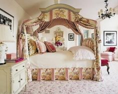 Love the bed. The floral carpet's pretty, but a bit much with the accent dust ruffle and bed drapes...