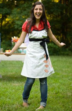 Cute - but I'd rather not pay $11.95 for it.   I think I'll just make my own pattern. Image of the Sew Liberated Emmeline Apron sewing pattern for women.