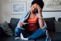 7 sinais de que você pode já ter tido COVID-19 - #covid19 #pandemia #vírus #coronavirus #sinaisdecovid #jativecovid #saude #dicas #sintomas #faltadear #olhosvermelhos #palpitações #dornopeito #forteresfriado #perdadeolfato #perdadepaladar Feeling Sick, African American Women, Stay At Home, Style Guides, Branding, Stock Photos, Feelings, Photography, Image