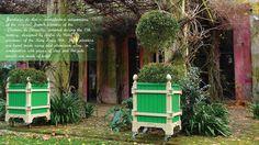 Beige and green French planter, Jardinier du Roi  manufacture Versailles planter boxes Caisse de Versailles. Les jardins à la française, bacs a oranger, orange tree planter, caisses de versailles, jardinieres a oranger  http://www.jardinierduroi.com